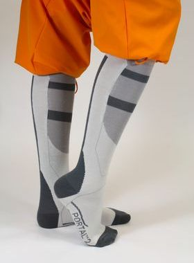 portal-socks-chell-boot-fall-sml3