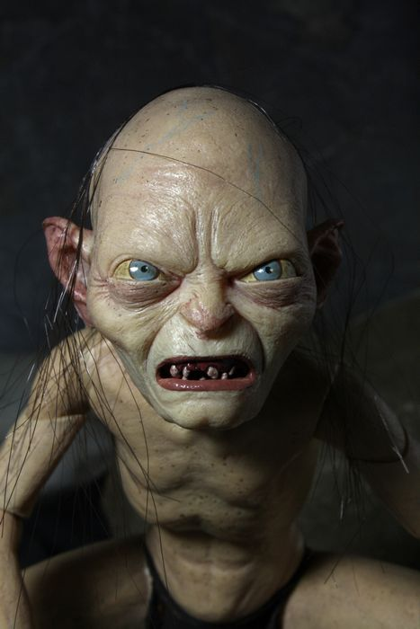 first look new deluxe lord of the rings gollum and smeagol action