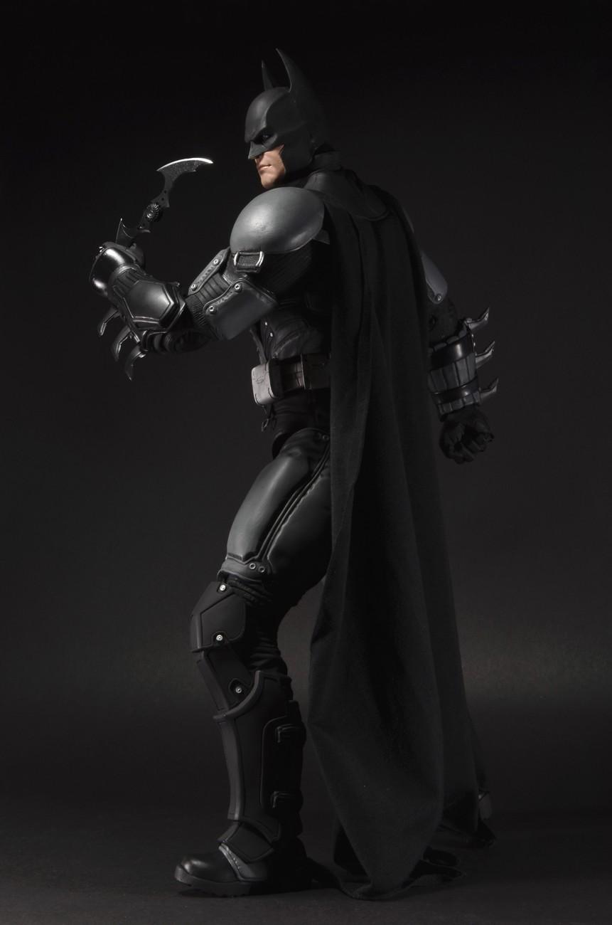CLOSER LOOK: Batman Arkham Origins 1/4 Scale Action Figure