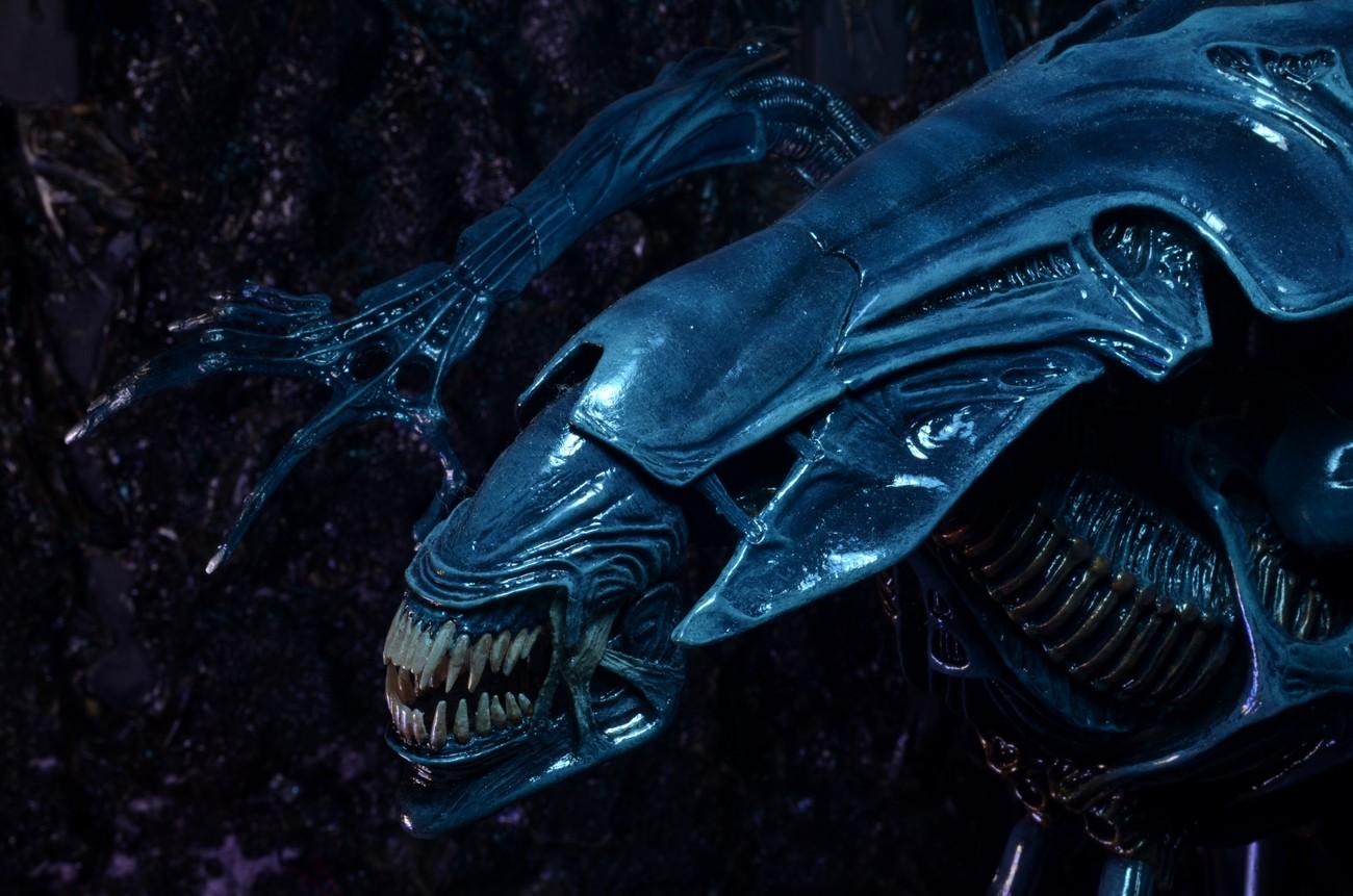Aliens – Xenomorph Queen Ultra Deluxe Boxed Action Figure Xenomorph Queen