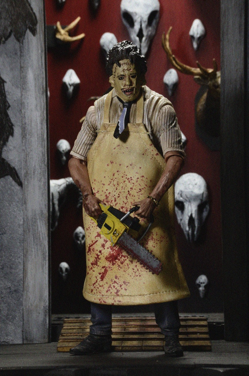 closer look texas chainsaw massacre ultimate leatherface action figure