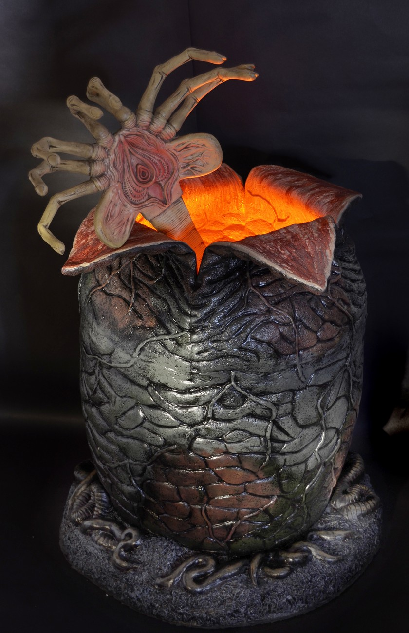 Aliens Life Size Xenomorph Egg Replica With Led Lights