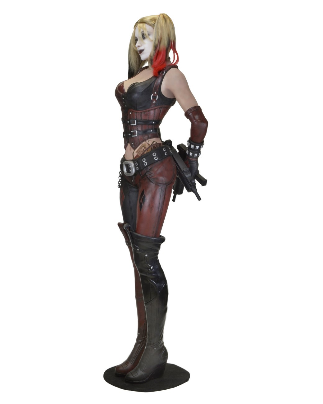 a34fb582df32 Batman  Arkham City – Foam Replica – Life-Size Harley Quinn. PrevNext
