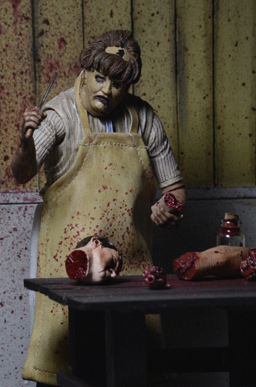 Closer Look: Texas Chainsaw Massacre Ultimate Leatherface ...